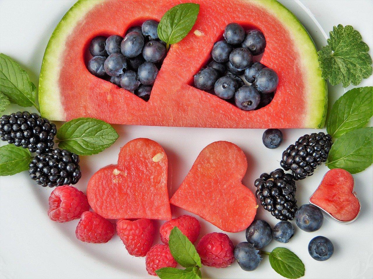 Ausgewogen Essen: Dazu gehört auch Wassermelone und Blaubeere
